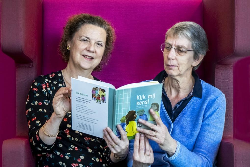 Artikel van Markant over kinderboek 'Kijk mij eens!'