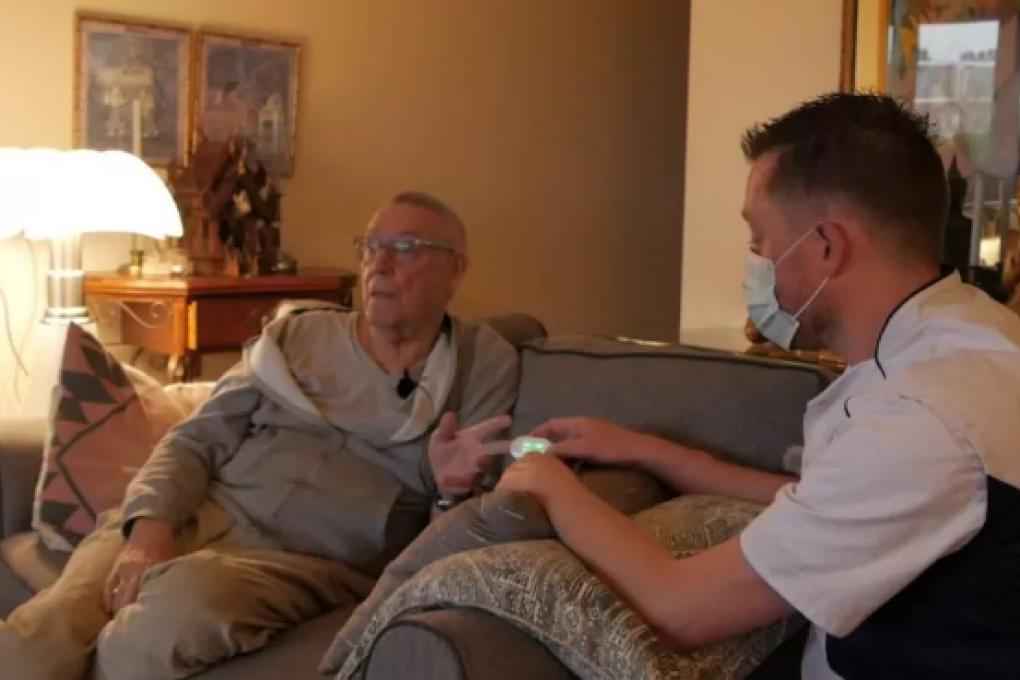 """NH Nieuws: Johan (77) mag vervroegd thuis herstellen van corona: """"Eindelijk weer lekker eten!"""""""