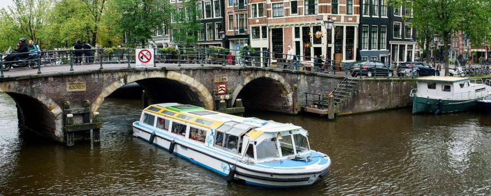 Vaar met ons mee door de Amsterdamse grachten